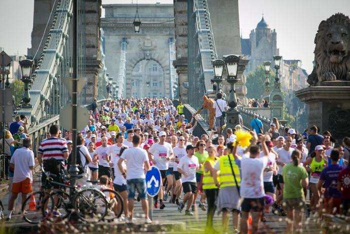 Halve Marathon van Boedapest kettingbrug