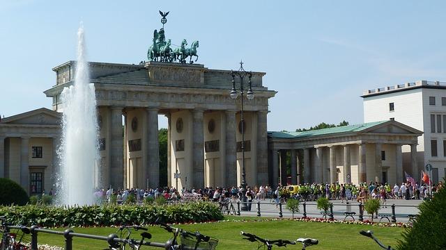 finish bij brandenburger tor bij marathonreis naar berlijn